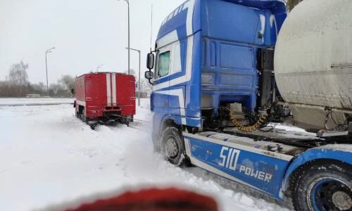 На Житомирщині у сніговій пастці опинилися 78 вантажівок та 14 автобусів