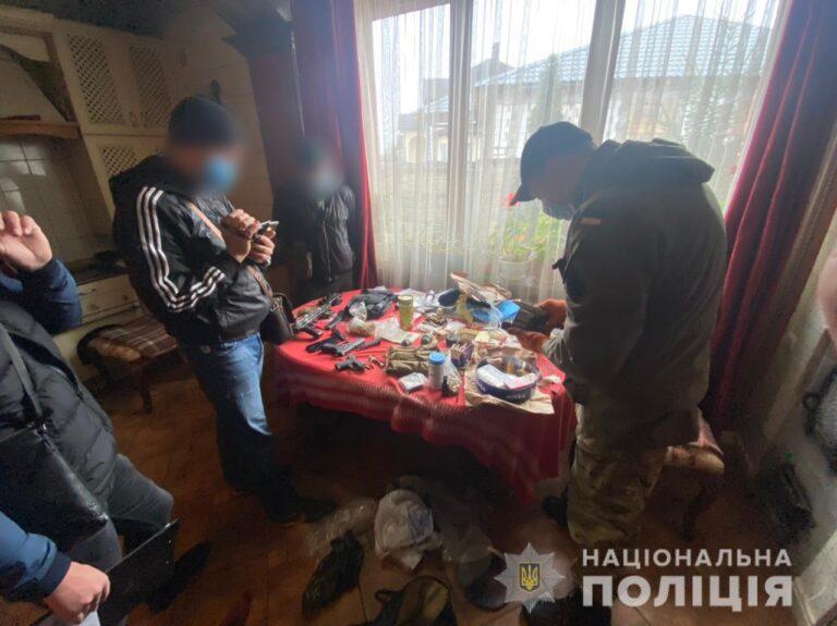 На Харківщині у чоловіка вилучено чималий арсенал зброї, гранат та боєприпасів. ФОТО | Криминальные новости Украины
