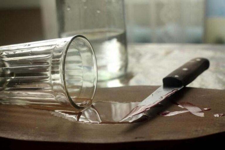 У Чернівцях чоловіка вдарили ножем під час пиятики, підозрюваного затримано | Кримінальні новини
