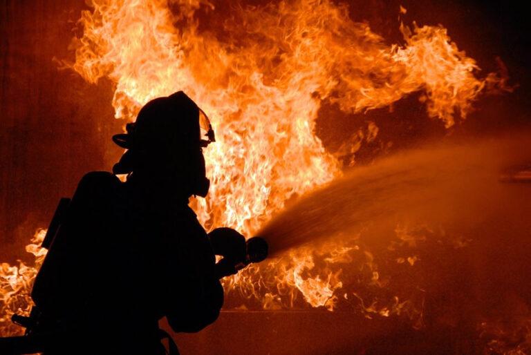 Через пожежу у прибудові на Хустщині пошкоджено житловий будинок