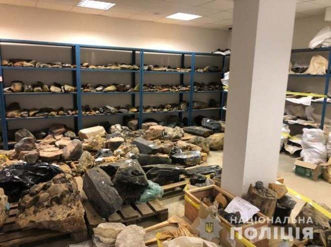 Понад 9 тонн нелегального бурштину вартістю 12,5 млн грн, який скуповував одесит, конфіскувала держава | Новини Житомира