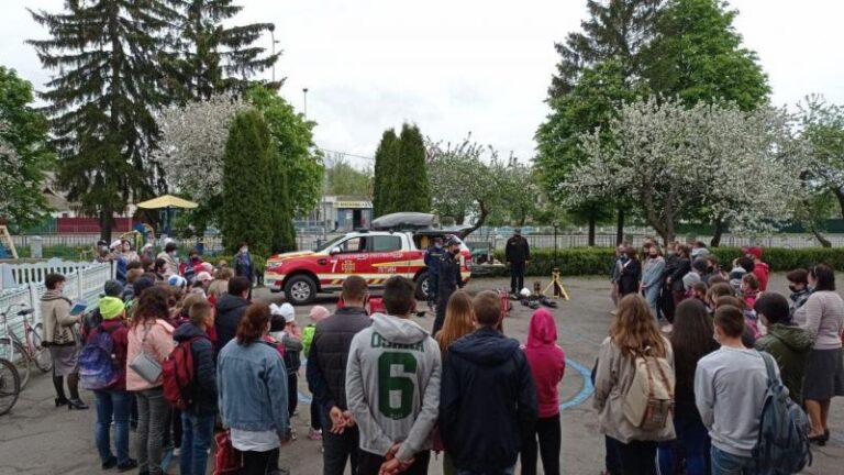Літинські рятувальники навчали школярів правилам безпеки життєдіяльності – | Новини Вінниці та області