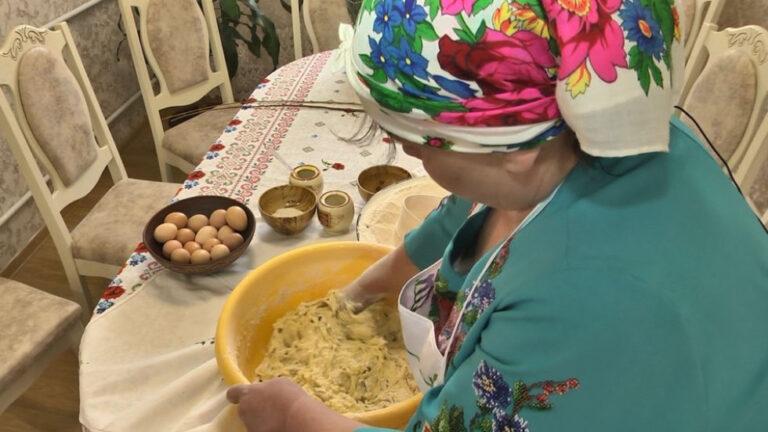 Волинянка пече паску за старовинним поліським рецептом – Новини Волині