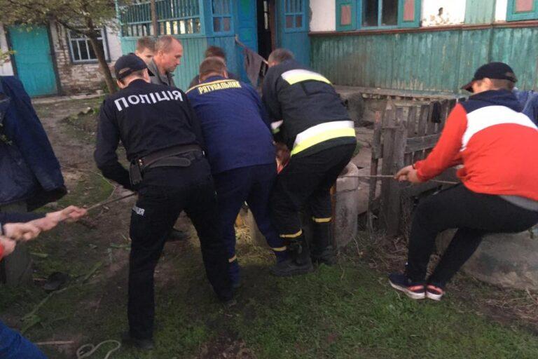 Ніжинський район: рятувальники вивільнили з колодязя 26-річного чоловіка – Новини Чернігова та області