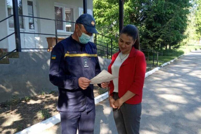 Чернівецька область: рятувальники навчають громадян не допускати пожеж у житловому секторі – | Новини Буковини
