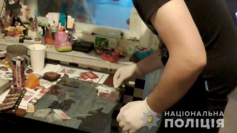 У Києві поліція викрила та ліквідувала два наркопритони на масиві Троєщина. ФОТО | Кримінальні новини