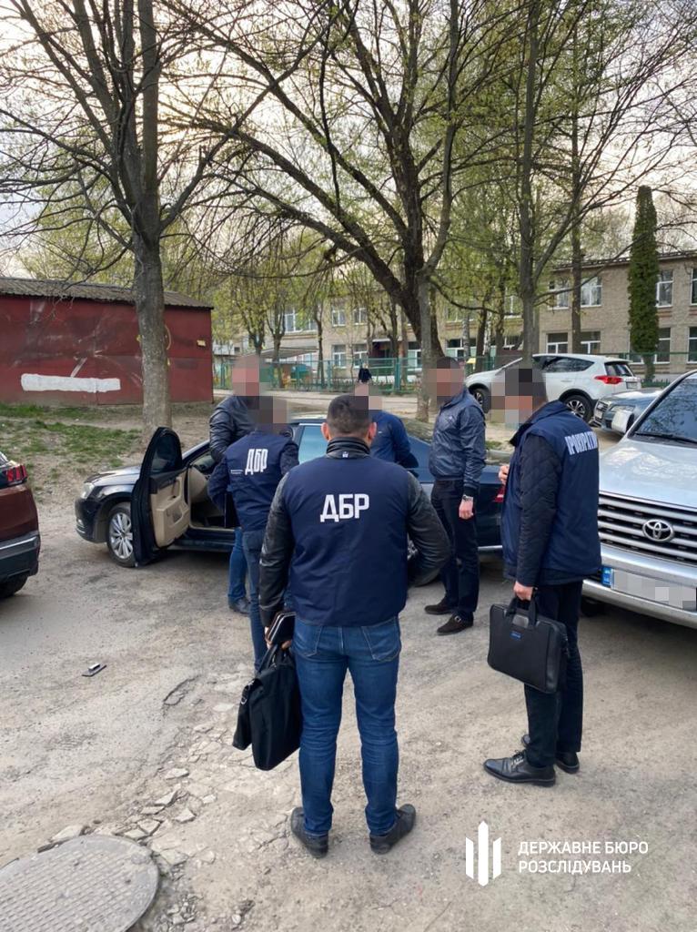 На Львівщині затриманий на хабарі поліцейський, який обіцяв повпливати на хід слідства. ФОТО | Кримінальні новини