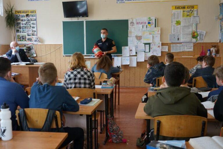Чернівецька область: школярі продовжують дізнаватись про пожежно-рятувальну справу у рамках Тижня знань з безпеки життєдіяльності – | Новини Буковини