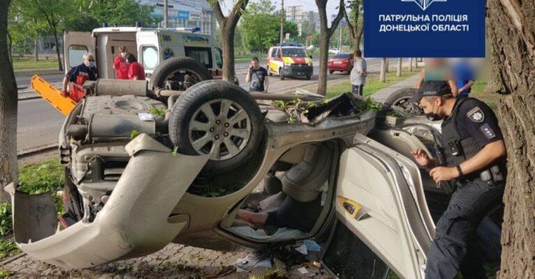 Трагедия на мариупольском проспекте: разбитый всмятку автомобиль перевернулся вверх дном (ДОПОЛНЕНО). Новости Мариуполя и Донбасса |