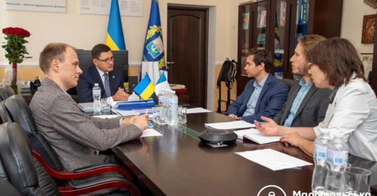Поддержать Мариуполь приехали представители из Франции. Новости Мариуполя и Донбасса  