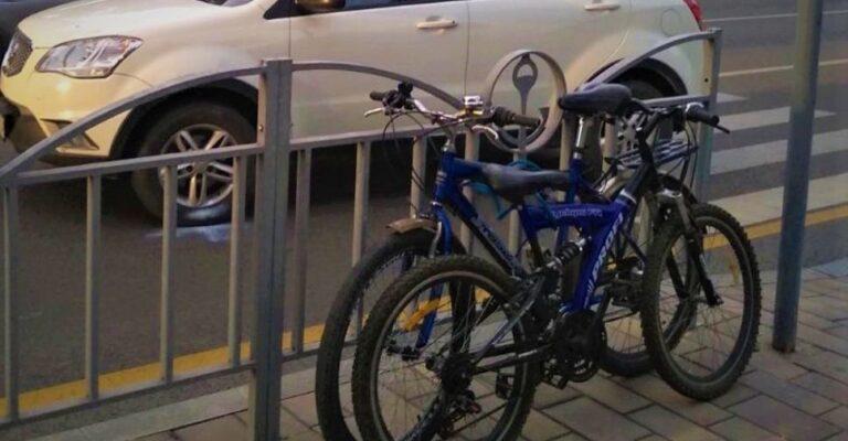 В центре Мариуполя двое малолетних велосипедистов попали под колеса машин. Новости Мариуполя и Донбасса |