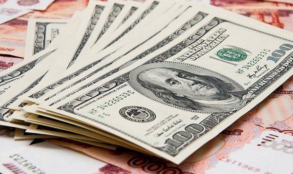 Банкіри розповіли, чому дешевшає долар і що буде з курсом
