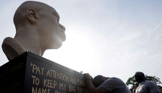 У США відкрили пам'ятник Джорджу Флойду, який загинув від дій поліцейських » – Новости мира