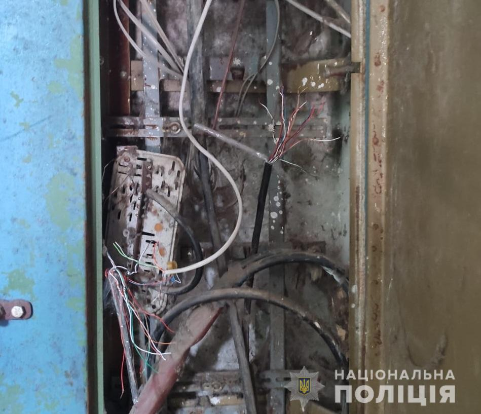 У Шостці повідомлено про підозру невгамовному викрадачу кабелів зв'язку   Кримінальні новини