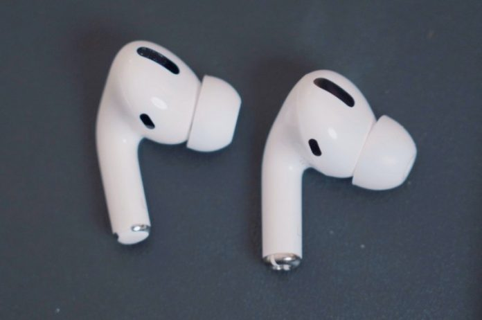 Митниця США вилучила рекордні 360 тисяч підроблених навушників в 2021 році |