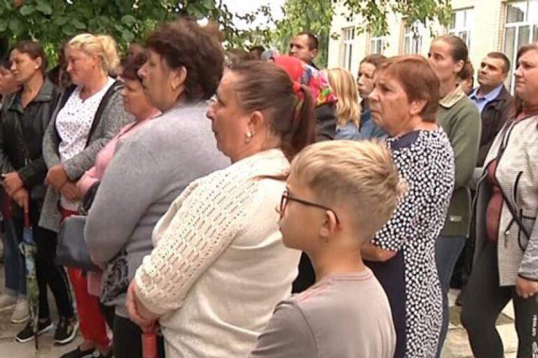 На Житомирщині понизили ступінь ще однієї школи – батьки учнів вийшли на протест