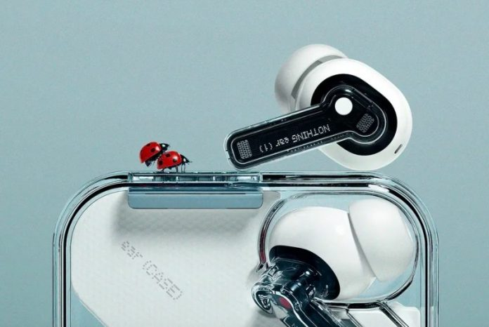 Представлені недорогі бездротові навушники з шумопоглинання і прозорим кейсом  