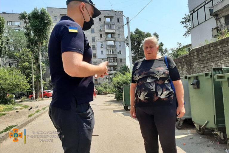 м. Дніпро: рятувальники провели інформаційно – роз'яснювальну роботу з мешканцями міста – | Новини міста Дніпро та області