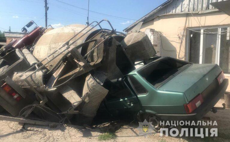 Велике недобудівництво: у Полтаві під вантажівкою провалився асфальт. ФОТО   Кримінальні новини