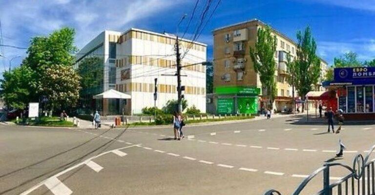 На перекрестке в центре Мариуполя нанесут новую разметку: как не запутаться?. Новости Мариуполя и Донбасса |