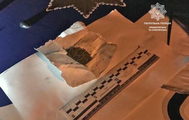 Патрульные задержали Краматорчанина со свёртком неизвестного вещества