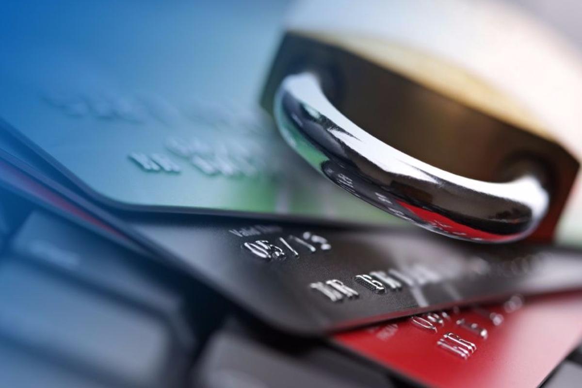 В Украине незаконно арестовывают банковские счета