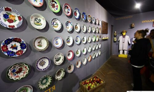 Українські старожитності: Шевченківський гай показав давні ікони, посуд і скрині (ФОТО) | Новини культури та мистетства