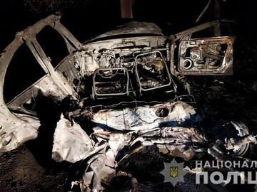 На Полтавщині автомобіль згорів після зіткнення з електроопорою — Новости Полтавы и области