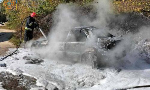Чернігівський район: вогнеборці ліквідували пожежу легкового автомобіля — Новини Чернігова та Чернігівщіни