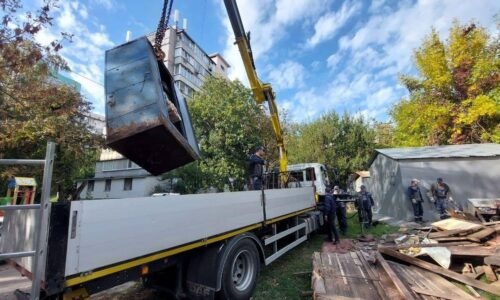 На Оболони во дворах демонтируют старые гаражи — новости Киева